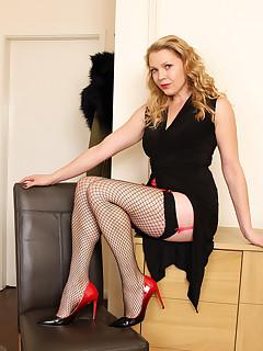 Solo Stockings Pics